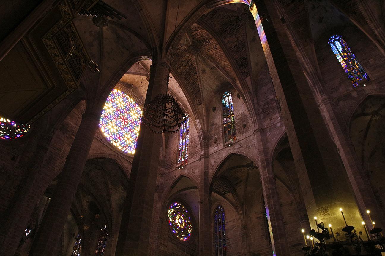 Colorido roseton de la Catedral de Palma de Mallorca