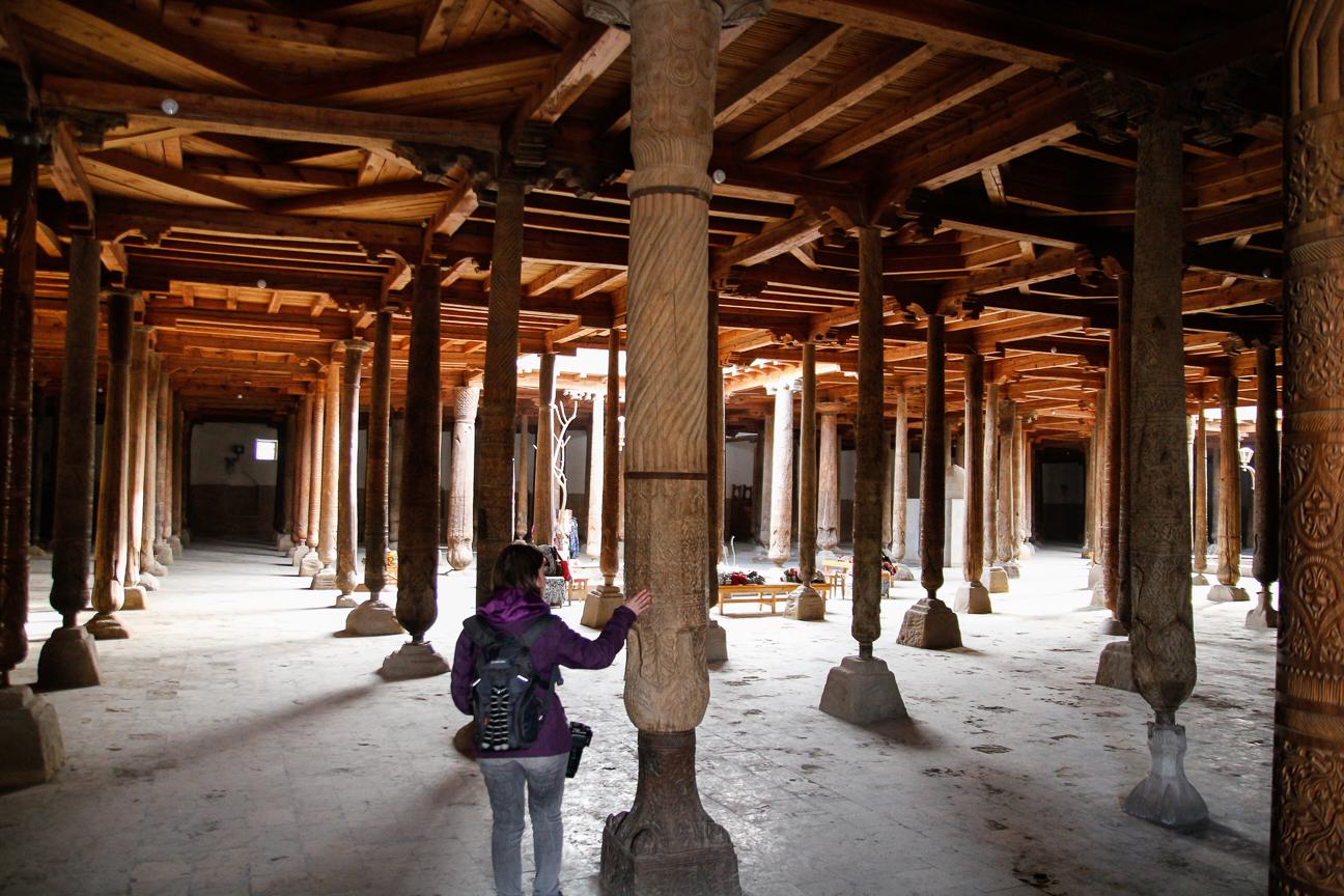 Columnas de madera en la Mezquita Juma