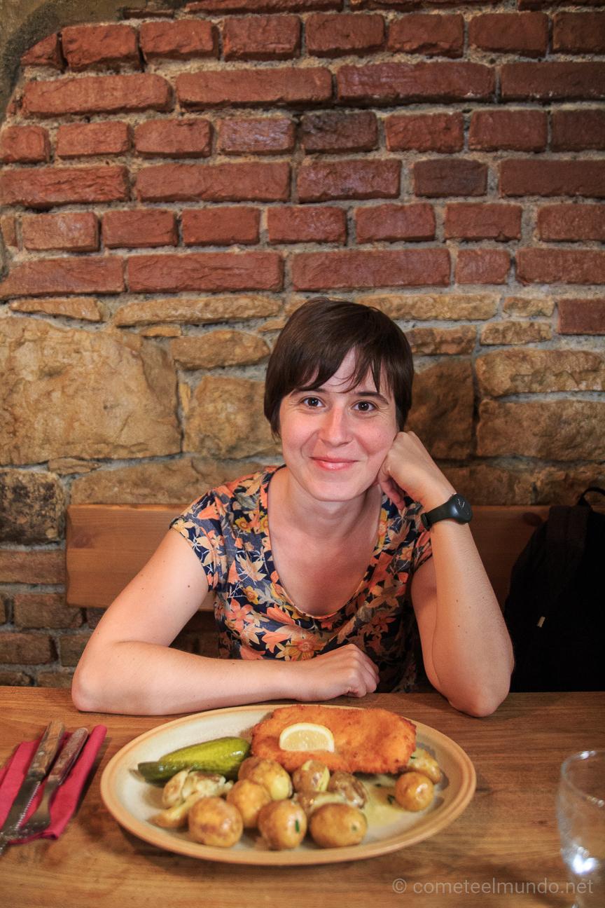 Comiendo barato en el Krcma en Praga