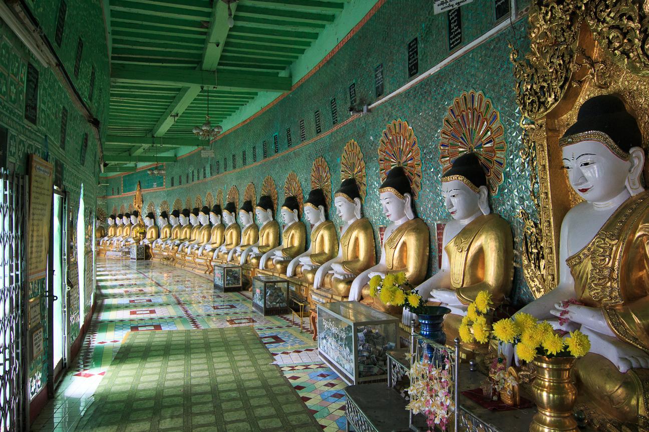 Decenas de Budhas en Sagaing