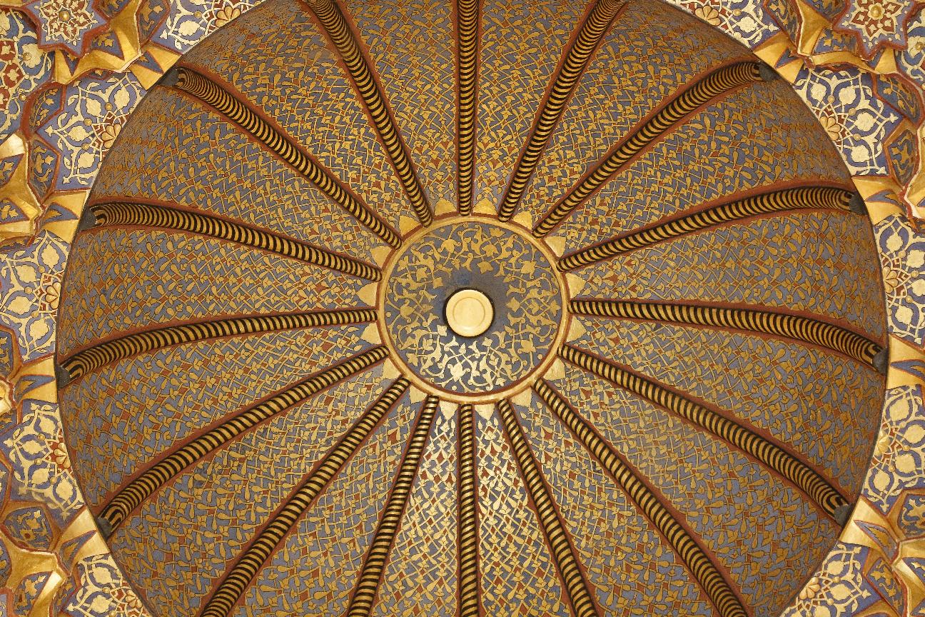Detalle del Interior de la cupula de la madraza Sher-Dor