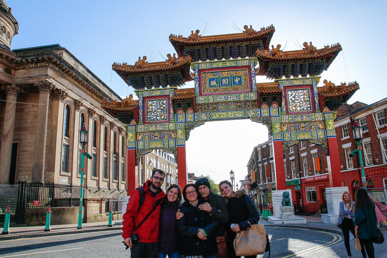 El grupo en el barrio chino de Liverpool