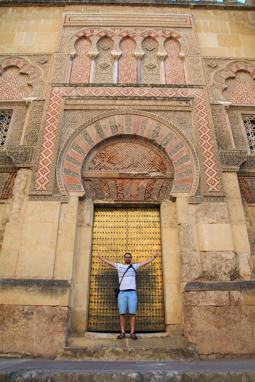 Enorme puerta de entrada a la mezquita Catedral de Cordoba