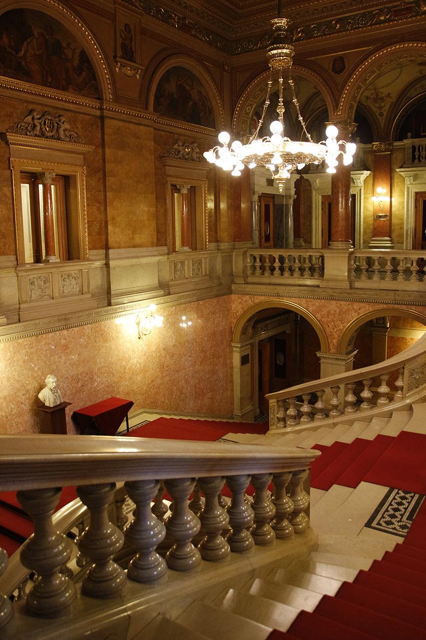 Escalera principal Opera Budapest
