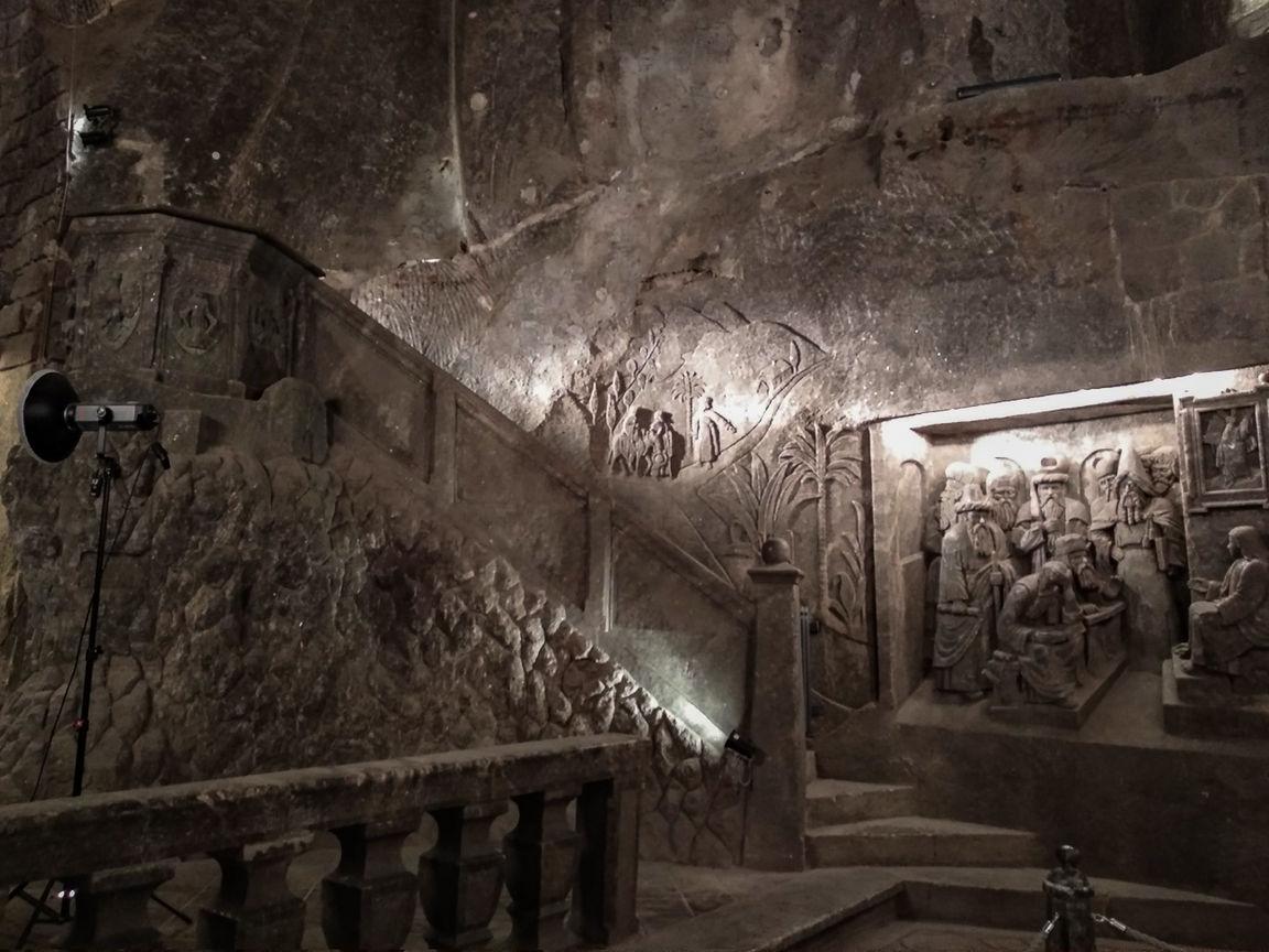 Escaleras en el salon de las minas de Cracovia