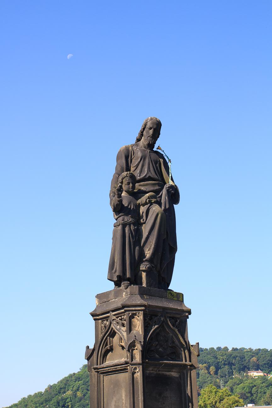 Estatua de San Jose en el puente de Carlos de Praga