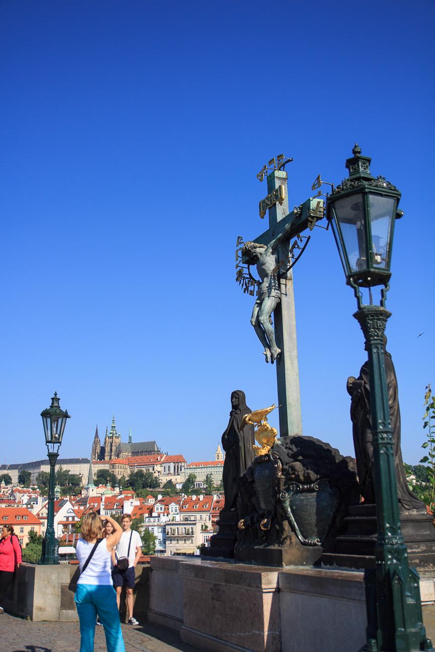 Estatua del calvario en el puente de Praga