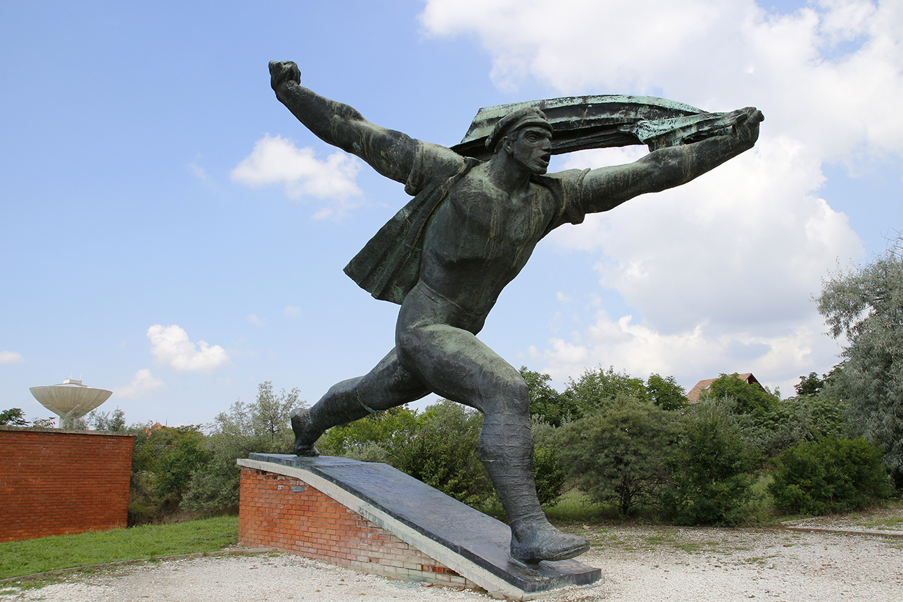 Estatua Gigantesca de Soldado Sovietico