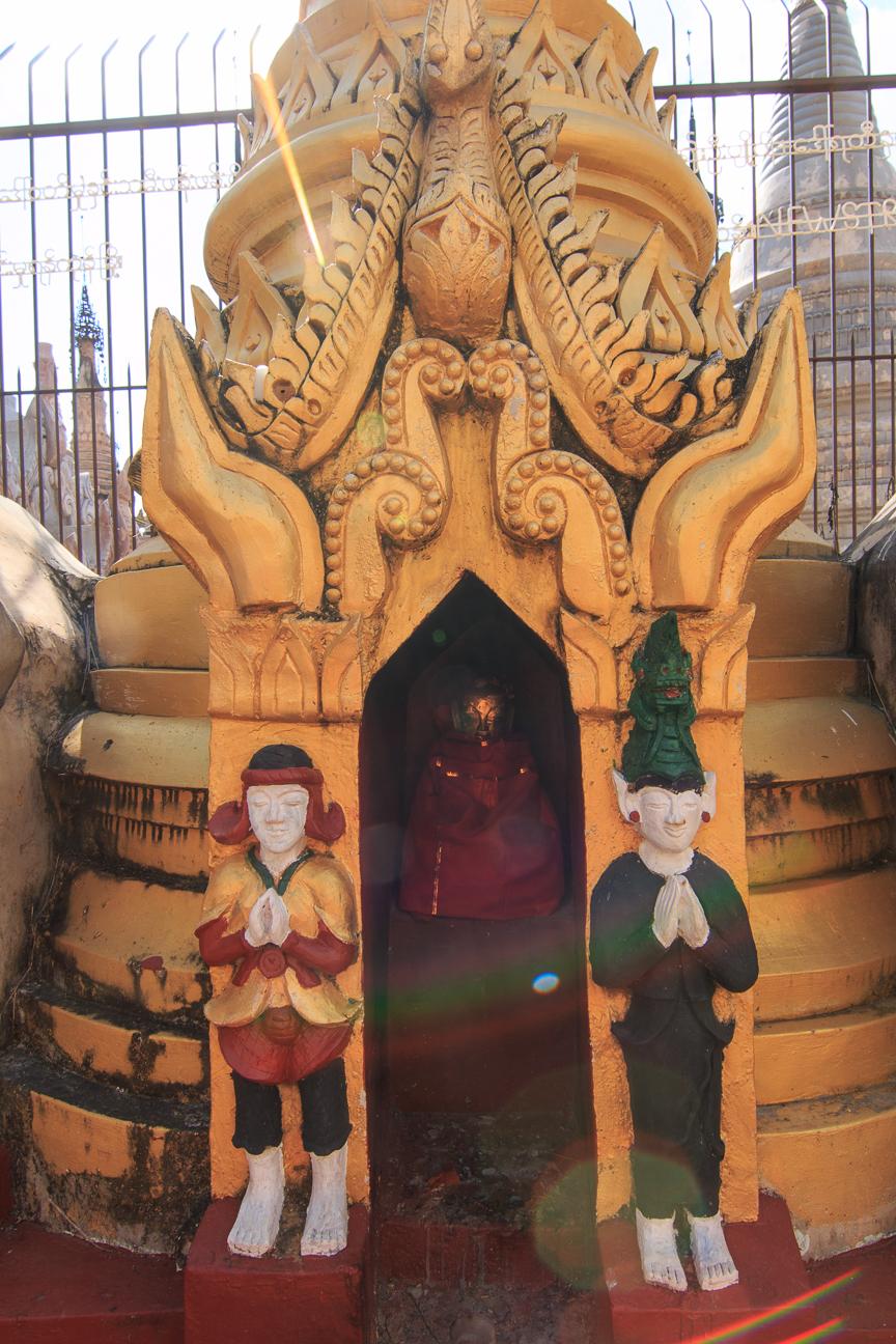 Estupa pintada en Kakku