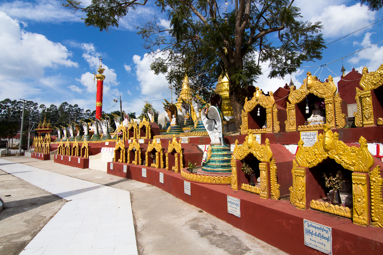 Exterior de Shwe Oo Min Paya