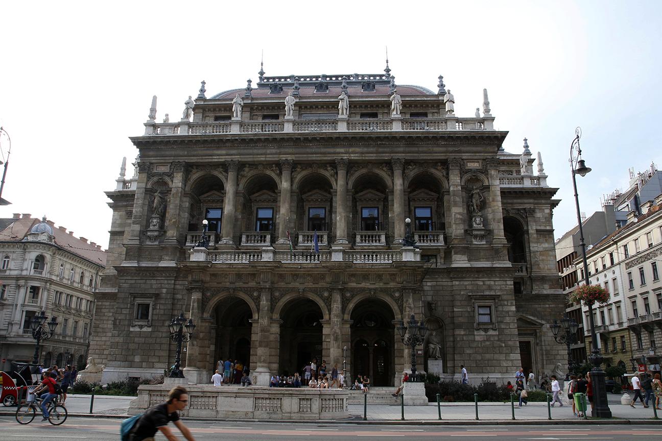 Fachada principal de la Opera de Budapest