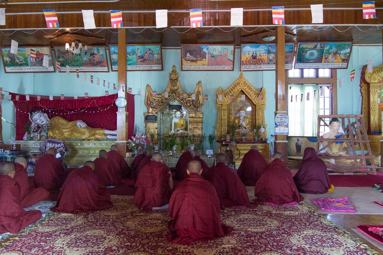 Grupo de monjes