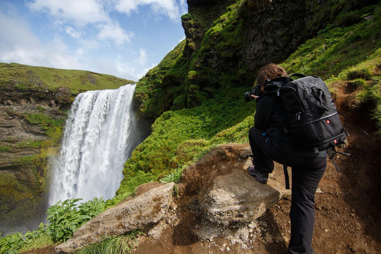 Henar fotografiando Skogafoss