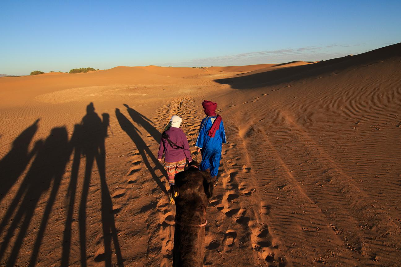 Henar ya no podia aguantar mas sobre el camello