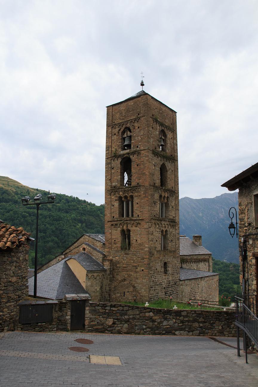 Iglesia romanica de la Natividad de Durro