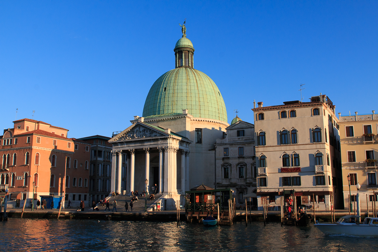 Iglesia estilo clasico en Venecia