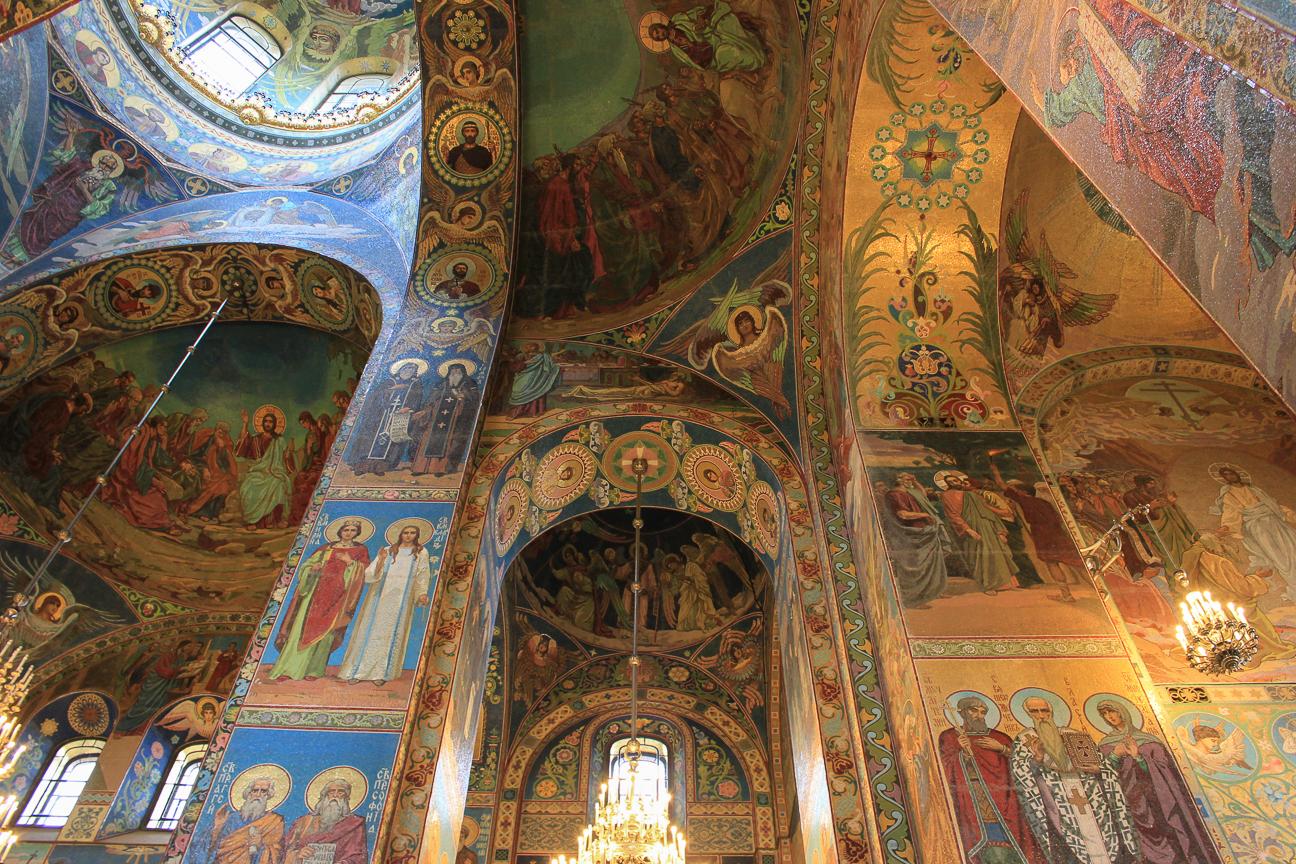 Impresionantes mosaicos en la catedral de la Sangre Derramada