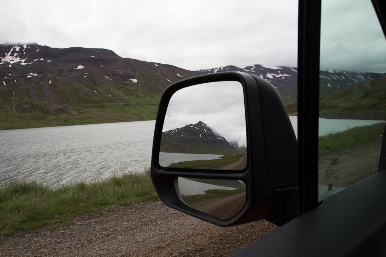 Impresionantes vistas por el retrovisor en Islandia