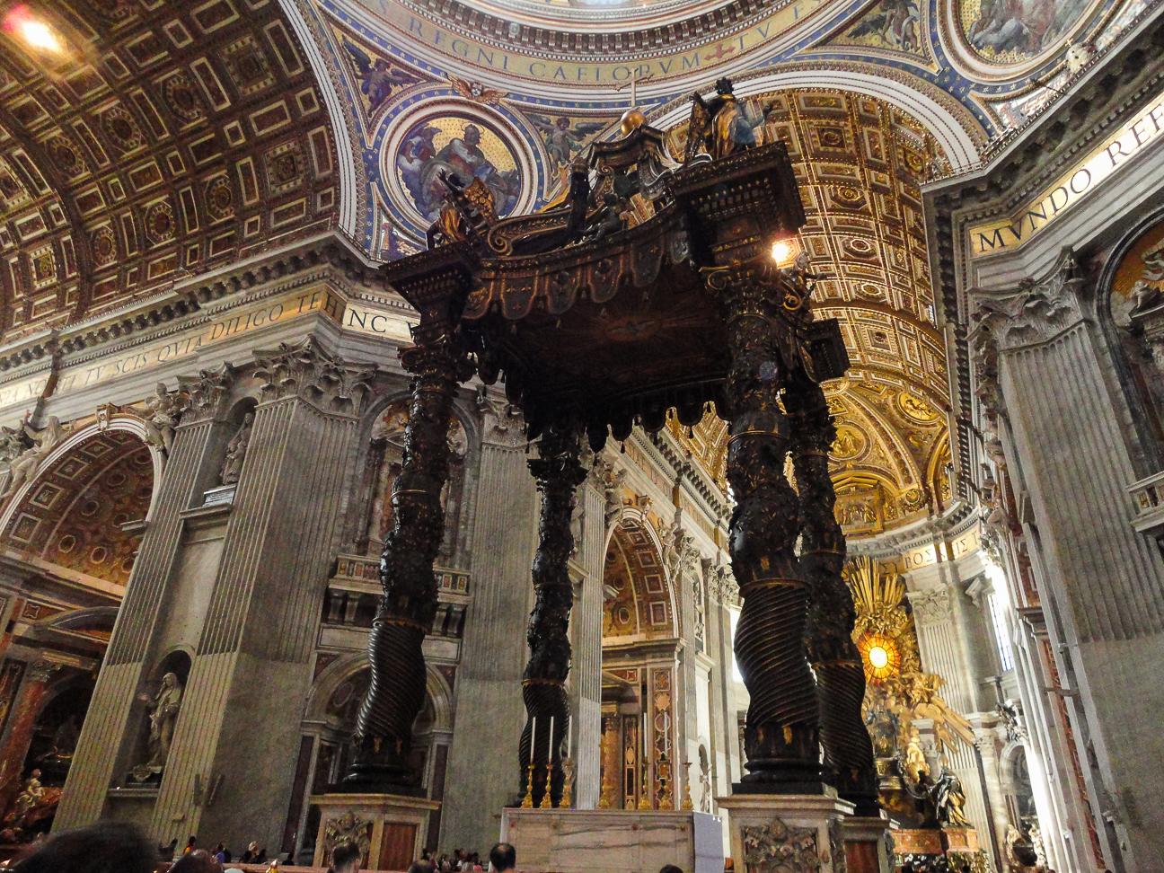 Interior de la Basilica de San Pedro del Vaticano