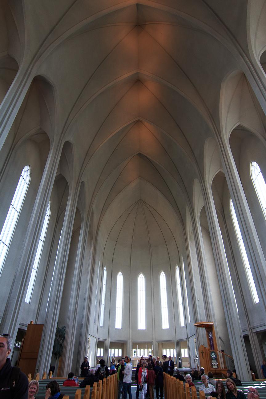 interior-iglesia-hallgrimskirkja Todo lo que tienes que ver en Reikiavik en un dia