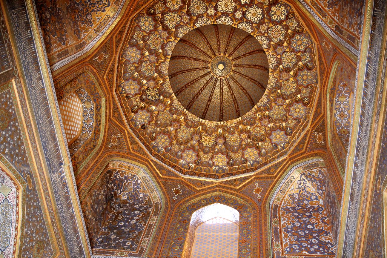 Interior cupula de la madraza Sher-Dor en Samarcanda