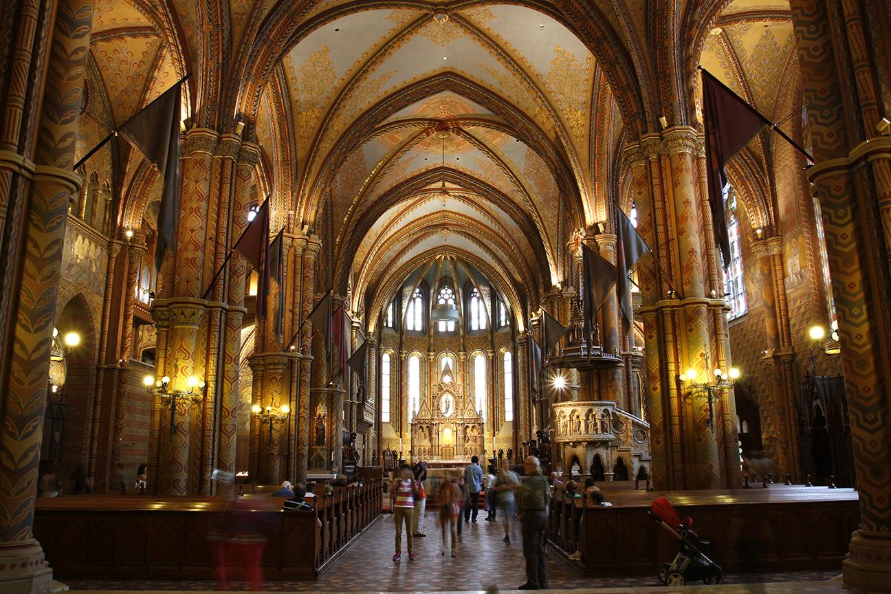 Interior de la Iglesia de Matias en Budapest