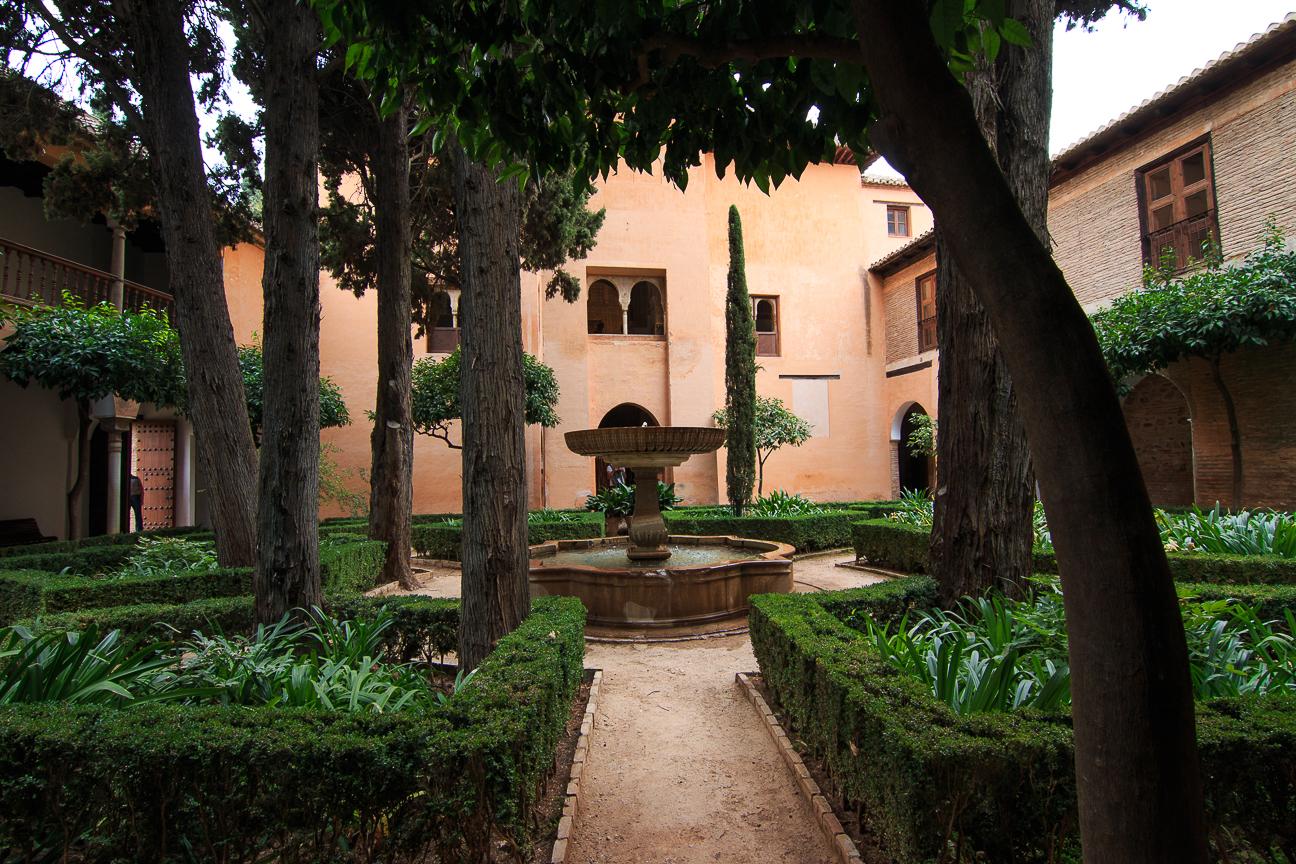 Jardin en los palacios nazaries de Granada