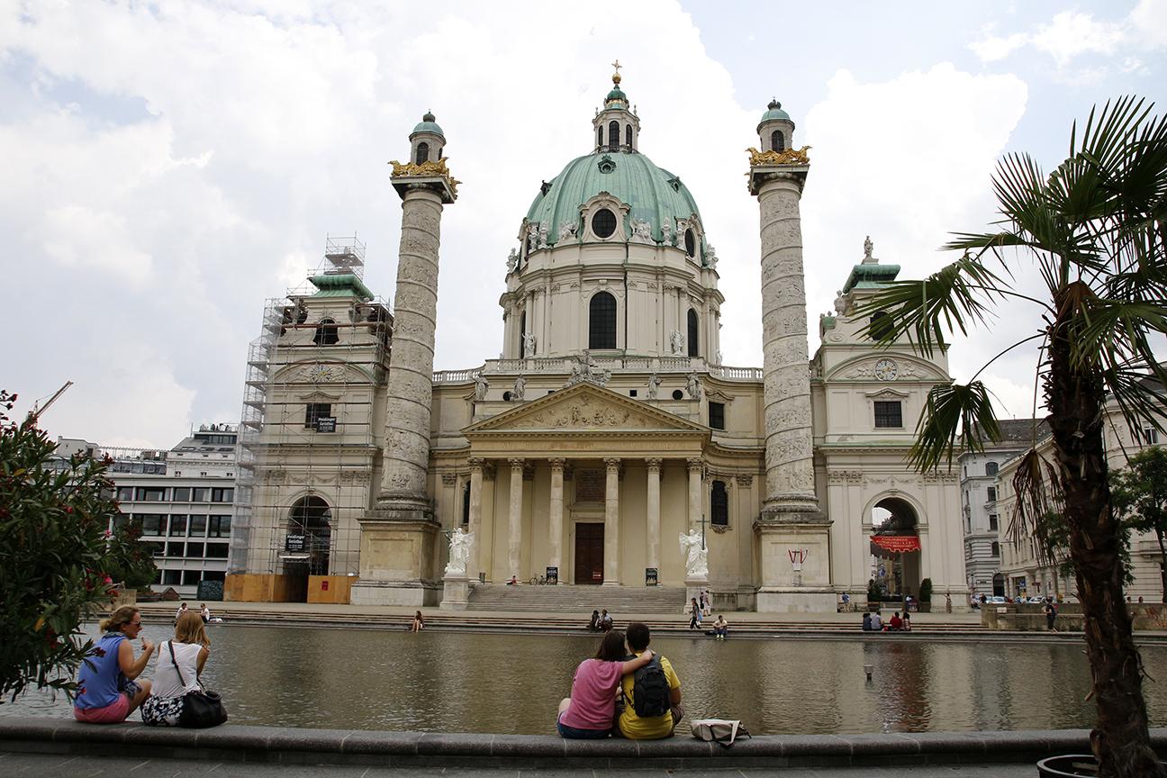 Karlskirche - La iglesia de San Carlos en Viena