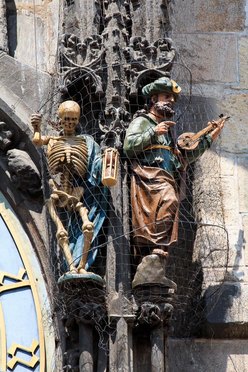 La muerte y el principe turco en el reloj de Praga