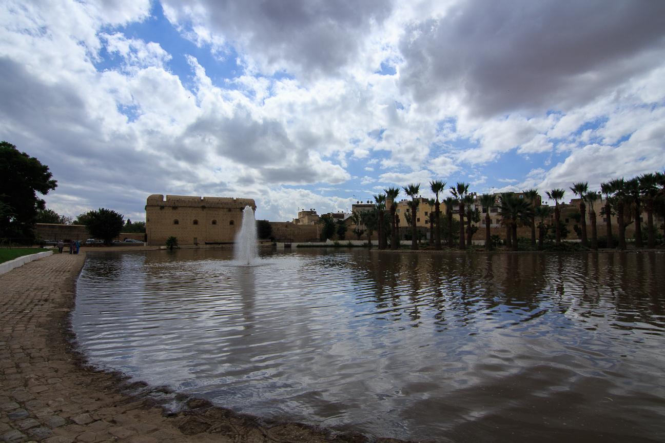 Lago en los jardines reales de Fez