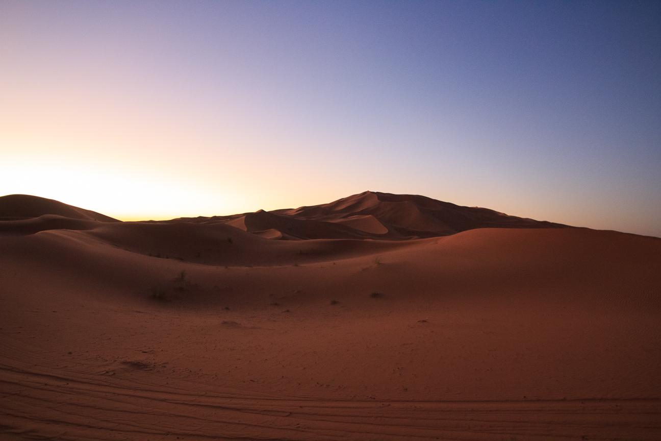 Las dunas al amanecer sobre el desierto de Merzouga