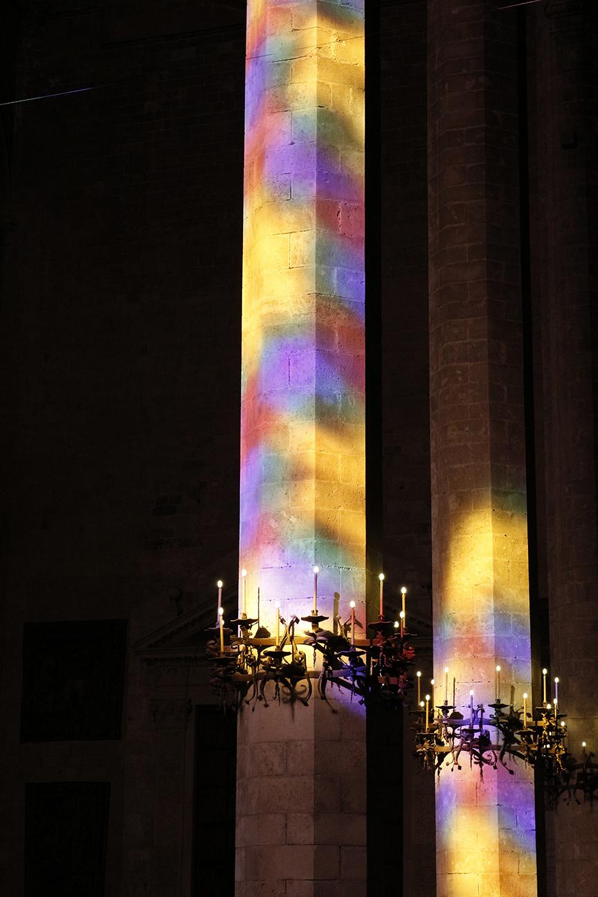 Luces de colores de las vidrieras de la Catedral de Mallorca