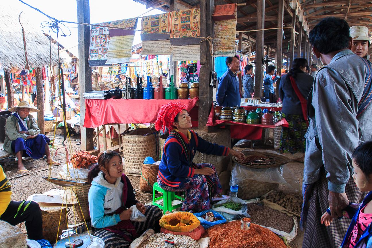 Mercado de Indein en el lago Inle