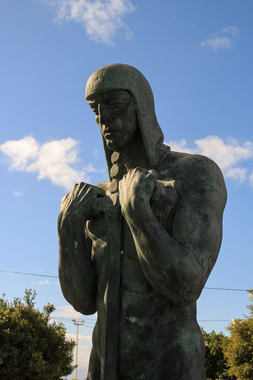 Monumento en plaza Espana de Santa Cruz de Tenerife