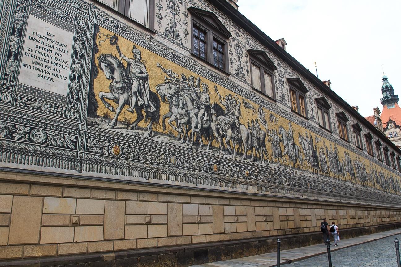 Mosaico de porcelana mas grande del mundo Tursimo Dresde Alemania