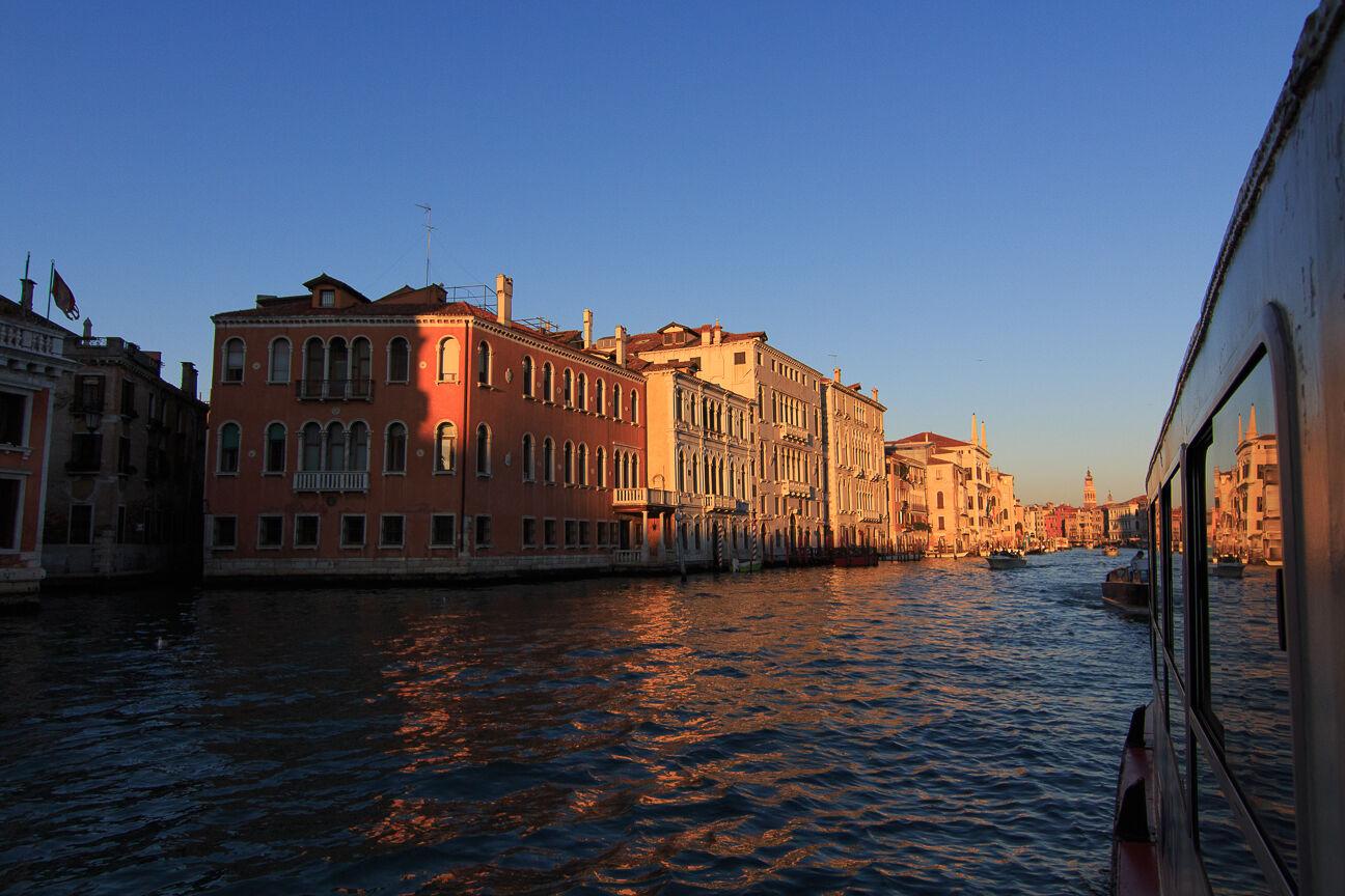 Navegando en Vaporetto por el Gran Canal