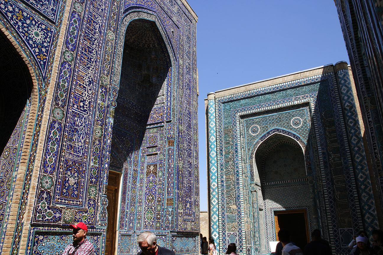 Necropolis de Shah-i-Zinda donde el azul predomina