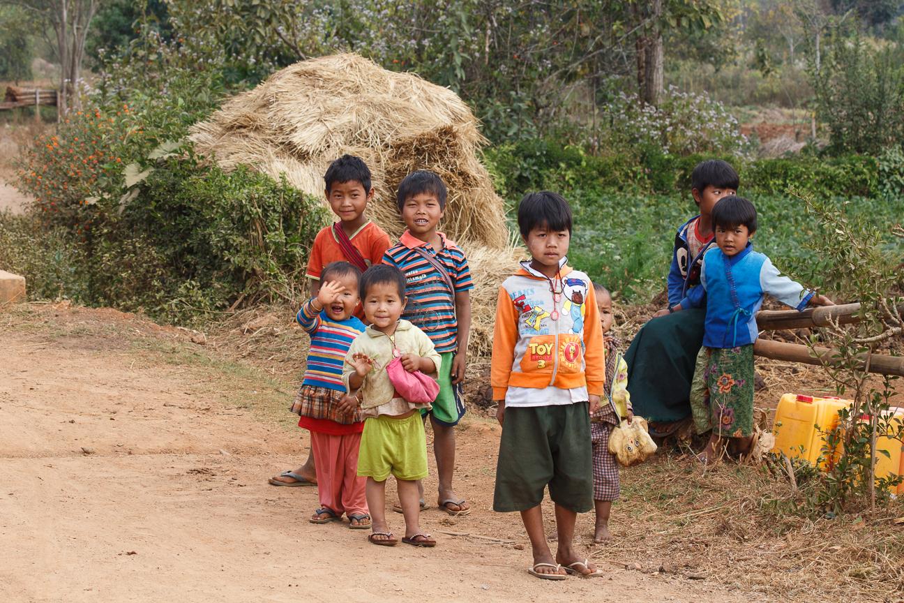 Ninos en Myanmar