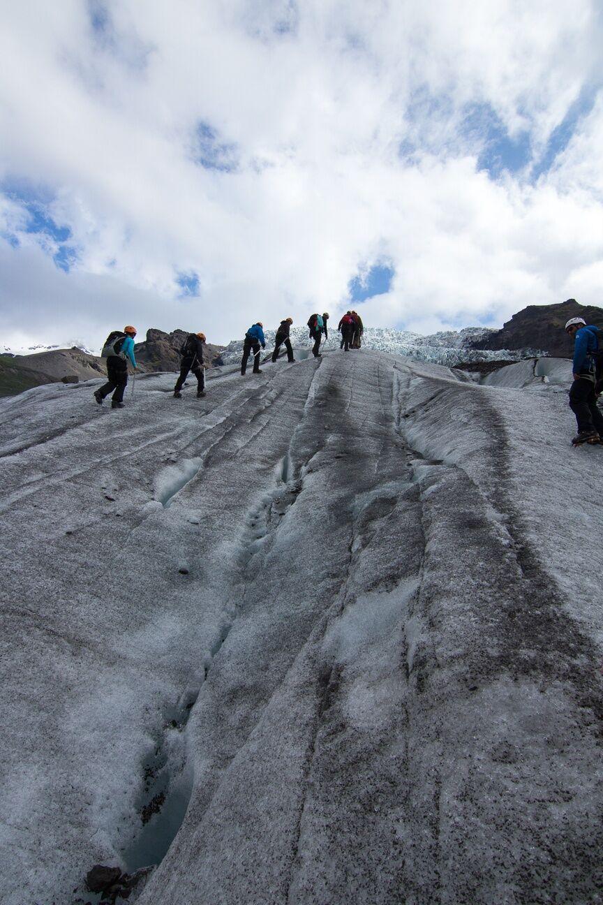 Caminar por una lengua glaciar Islandia