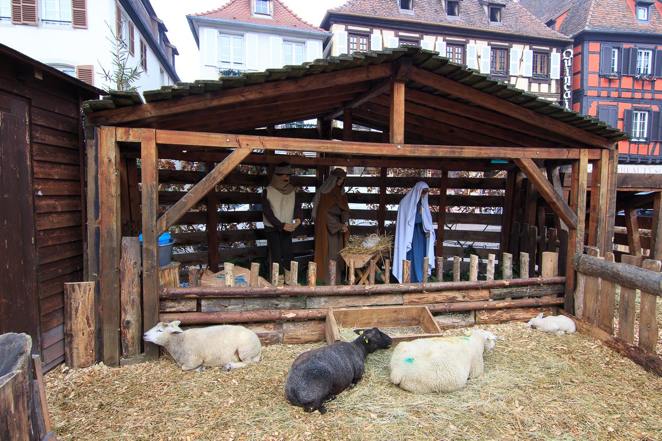 Pesebre alsaciano en la plaza de Obernai