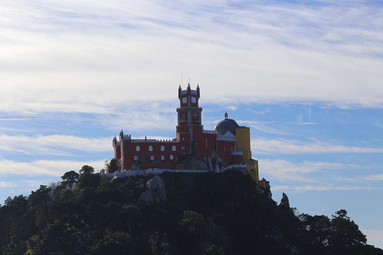 Palacio da Pena desde el castillo dos Mouros