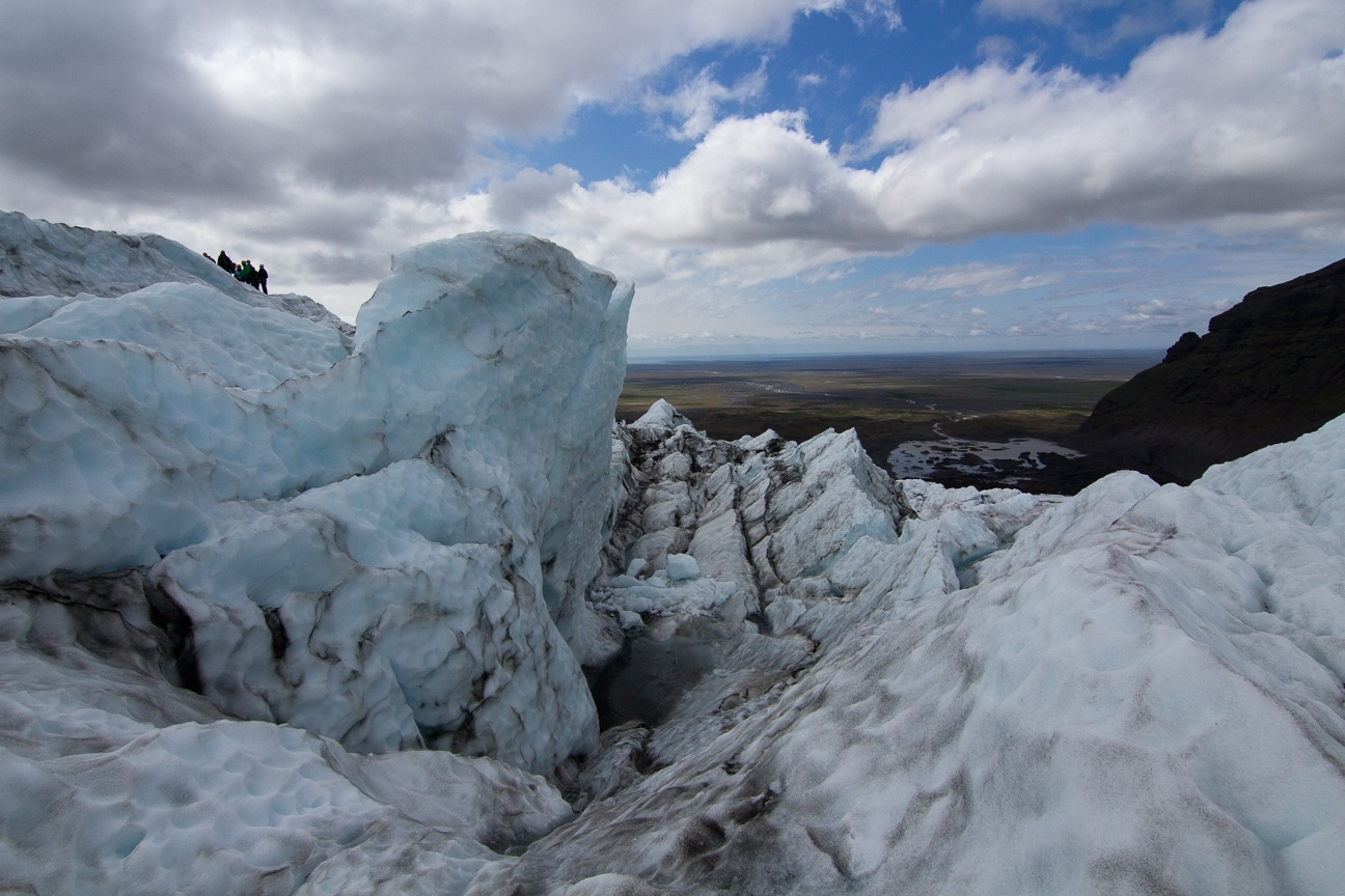 Pared de hielo a punto de caer