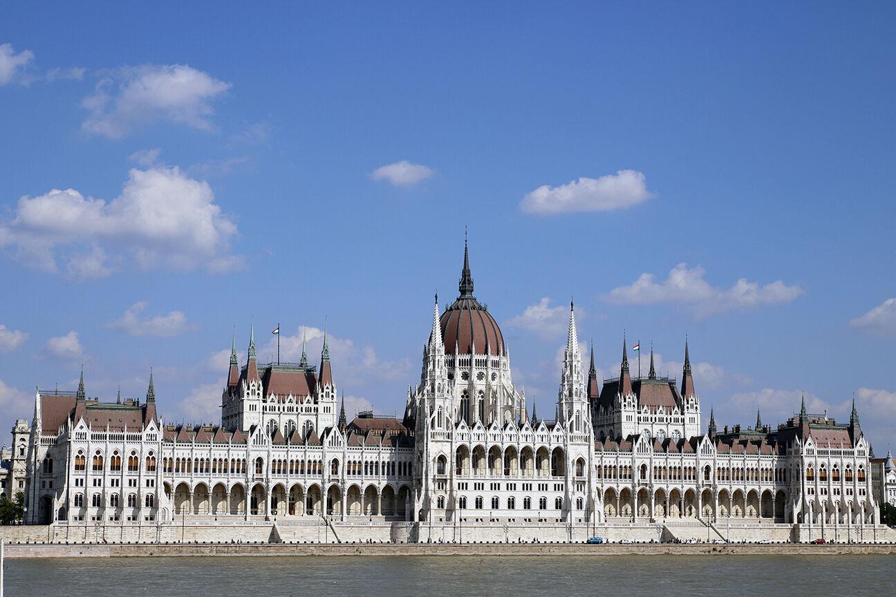 Parlamento de Budapest desde el otro lado del Danubio