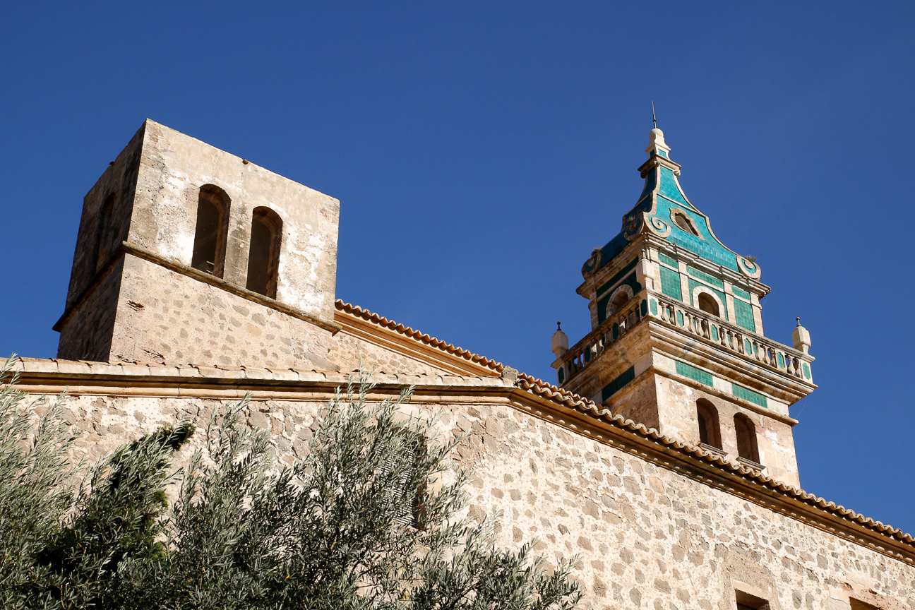 Parte trasera de la Iglesia de Valldemossa