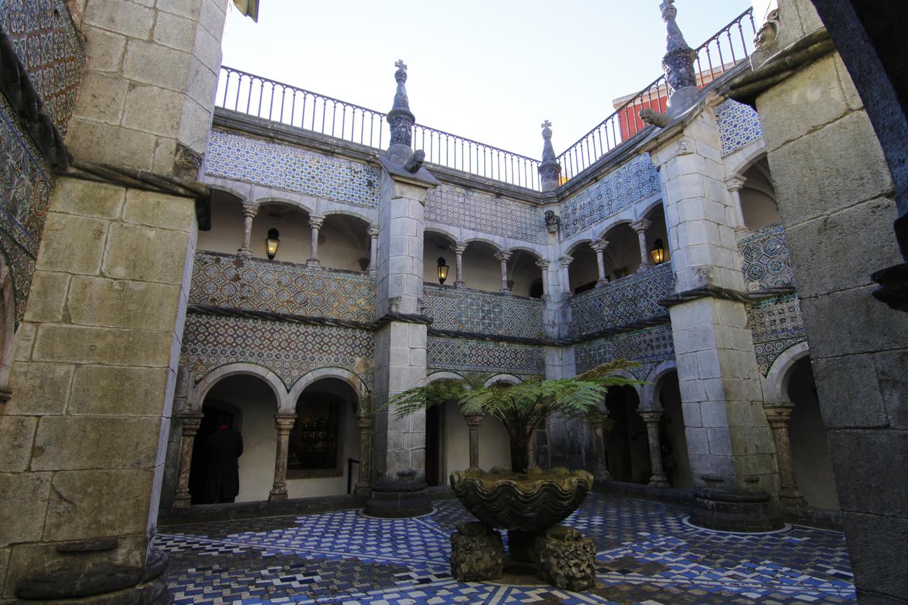 Patio interior del Palacio da Pena
