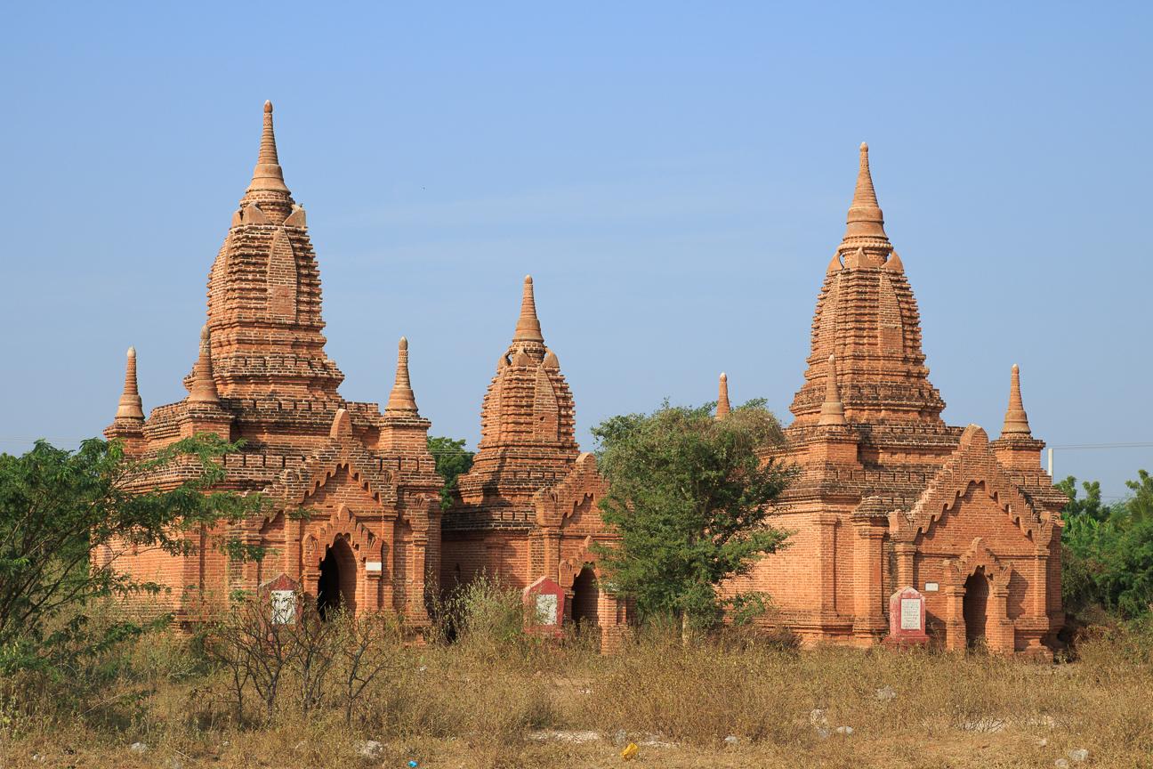 Pequenos templos en Bagan - Myanmar
