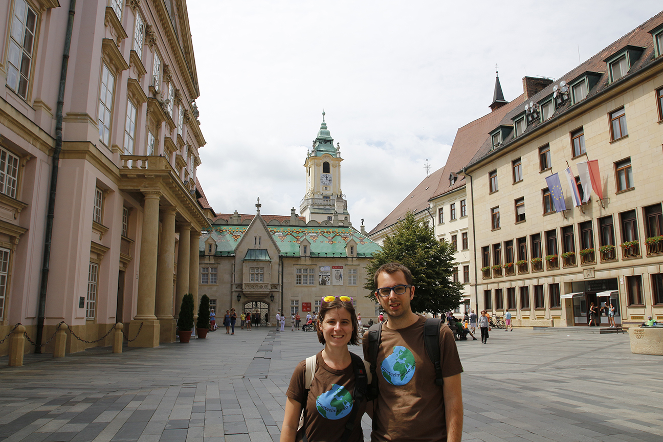 Plaza del Palacio Primatial y el Antiguo Ayuntamiento de Bratislava