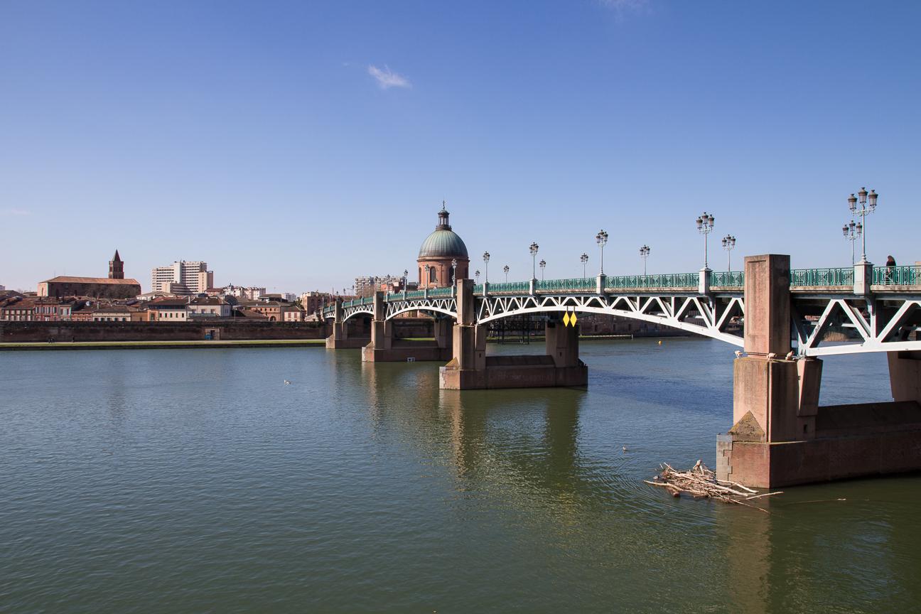 Pont Neuf por donde fluye el Garona - Toulouse