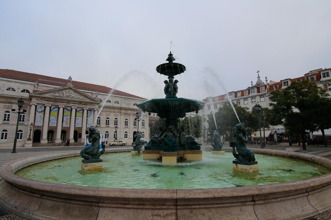 Preciosa fuente de la plaza do Rossio