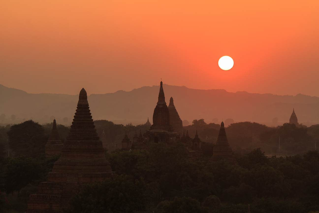 Precioso atardecer en Bagan